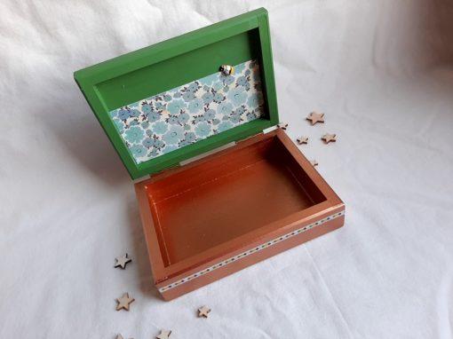 Caixa de fusta pintada i decorada a mà