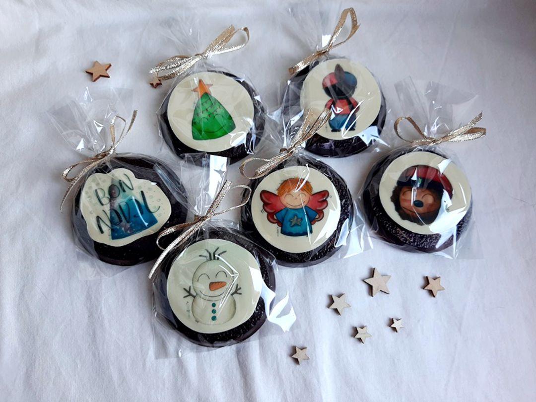 Medallones y piruletas de chocolate para Navidad