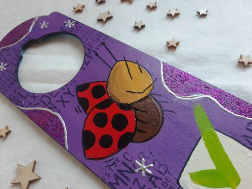 Cartel para el pomo pintado y decorado a mano